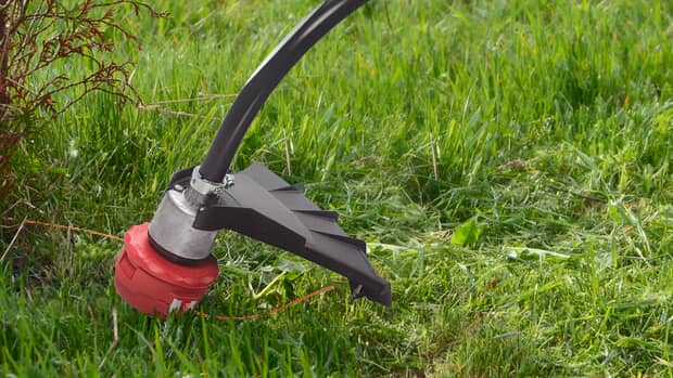 Here's How Lawn Maintenance with grass trimmer