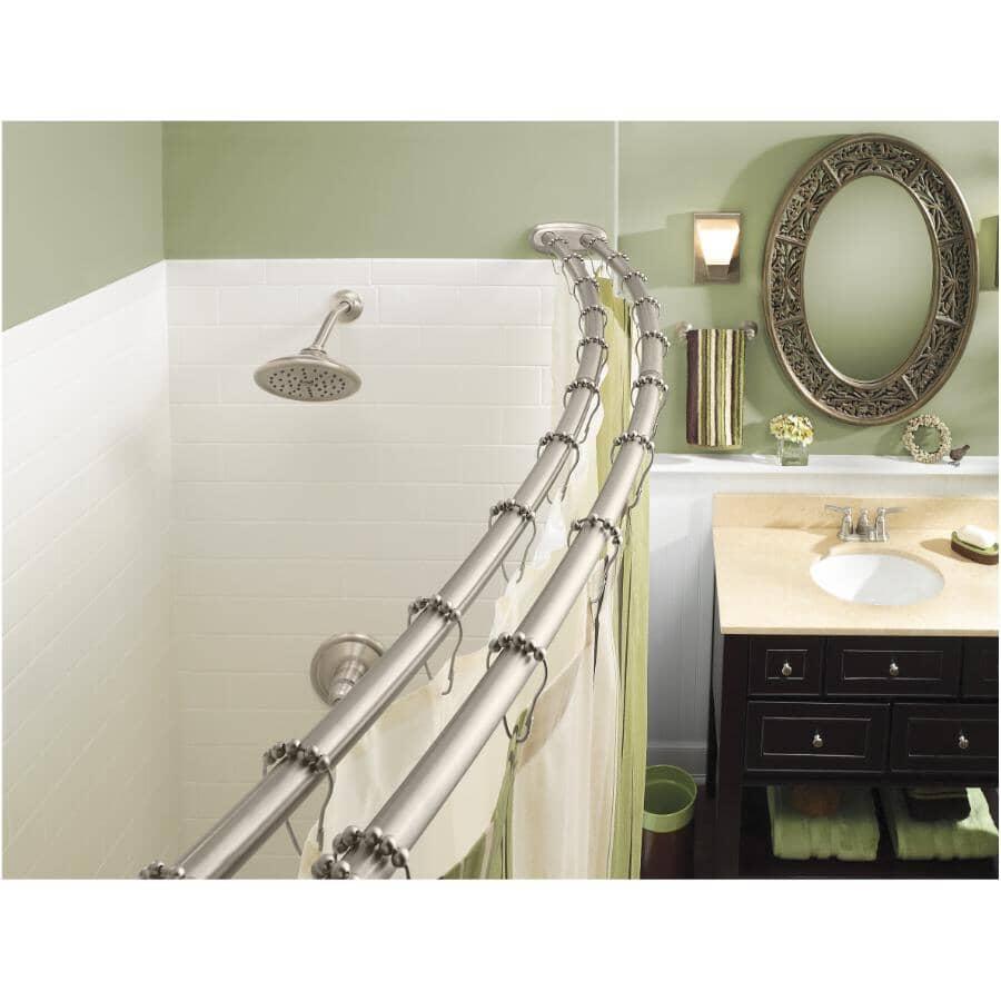 MOEN:Tringle de douche double courbée réglable en nickel brossé, de 57 à 60 po