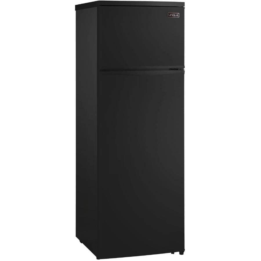 UNIQUE:Réfrigérateur noir de 13 pieds cubes avec congélateur au haut fonctionnant à l'énergie solaire